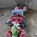 12-grabgestaltung-frankreich-grabbepflanzung-porzellanblumen