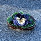 16-grabgestaltung-frankreich-grabbepflanzung-porzellanblumen