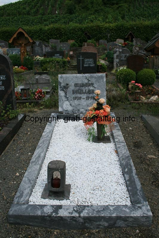 Berühmt ▷ Grabgestaltung mit Kies: Kies für schöne Gräber nutzen - so gehts &CV_39